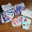 Des lingettes débarbouillettes pour bébé. Très utiles, elles ont énormément servies, pour les petites frimousses, les petites fesses. 1 côté en éponge absorbante, 1 côté en coton très doux.