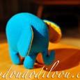 Petit doudou éléphant en polaire bleue (un reste de turbulette) L'intérieur des oreilles est en coton jaune (un reste de coussin) Rembourrage en kapok (c'est diabolique ce truc, ça laisse […]