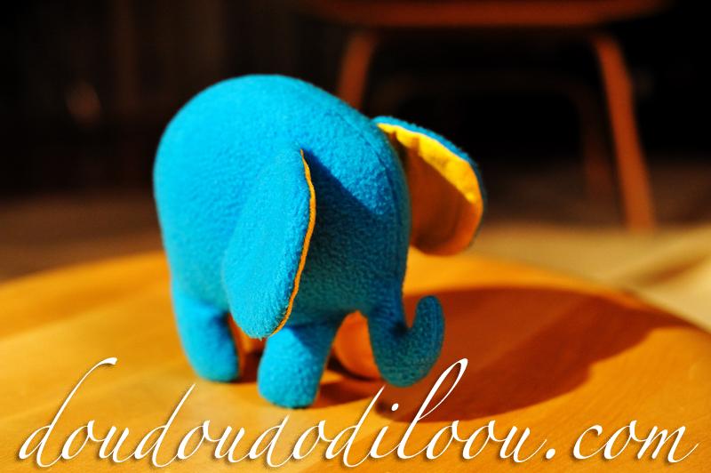 doudoudodiloou.com - éléphant bleu en polaire