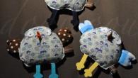 Trois petits poussins se sont invités dans deux maisonnées pour fêter deux bébés. Modèle Jocelyn le poussin du livre 50 doudous à coudre (le même livre dont est issu Emile […]
