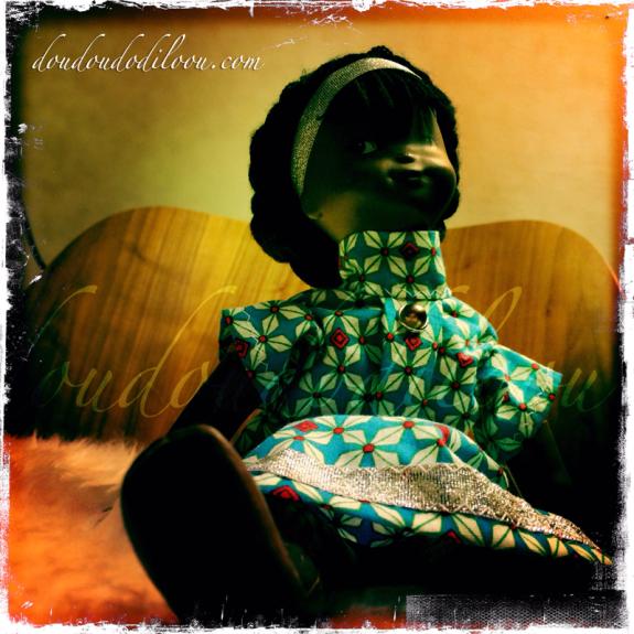 doudoudodilOOu - une nouvelle robe pour la poupée africaine de petite fille de ma mère